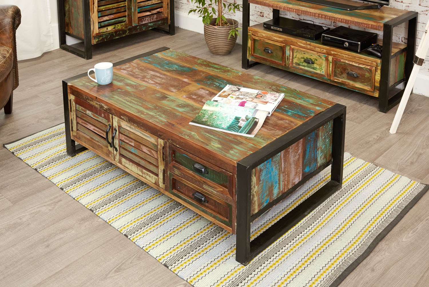 Urban chic 4 door 4 drawers large coffee table urban chic urban chic 4 door 4 drawers large coffee table geotapseo Choice Image